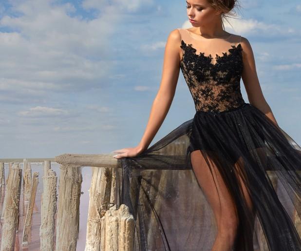 Черное кружевное цветастое платье