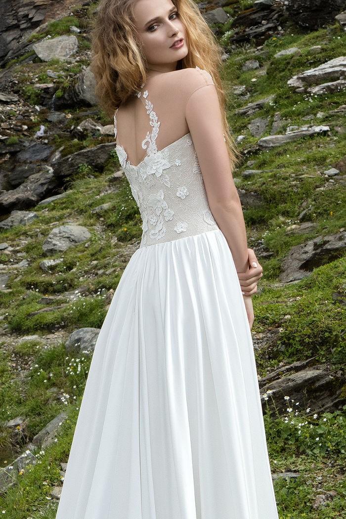 Нежное свадебное платье с прямым силуэтом «колонна» КОНТЕМПО