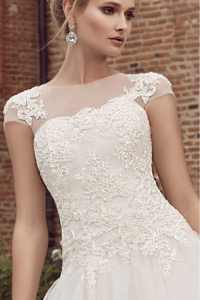 Свадебное платье А силуэта с отделкой кружевом ЭЛИЗА