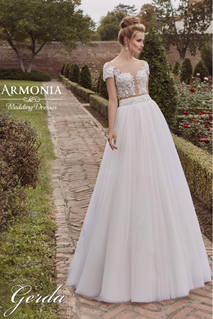 Свадебное платье с не пышной юбкой и полупрозрачным кружевным корсетом ГЕРДА