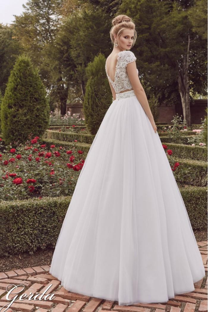 a8a1c28e8d3 Свадебное платье с не пышной юбкой и полупрозрачным кружевным корсетом