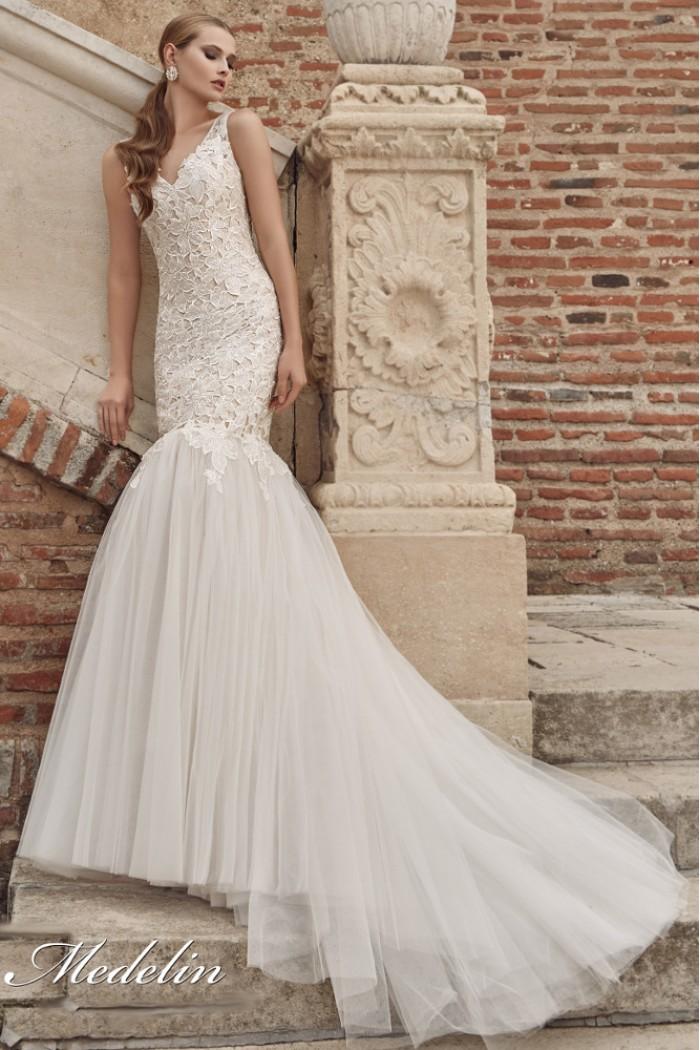 Кружевное свадебное платье силуэта  МЕДЕЛИН