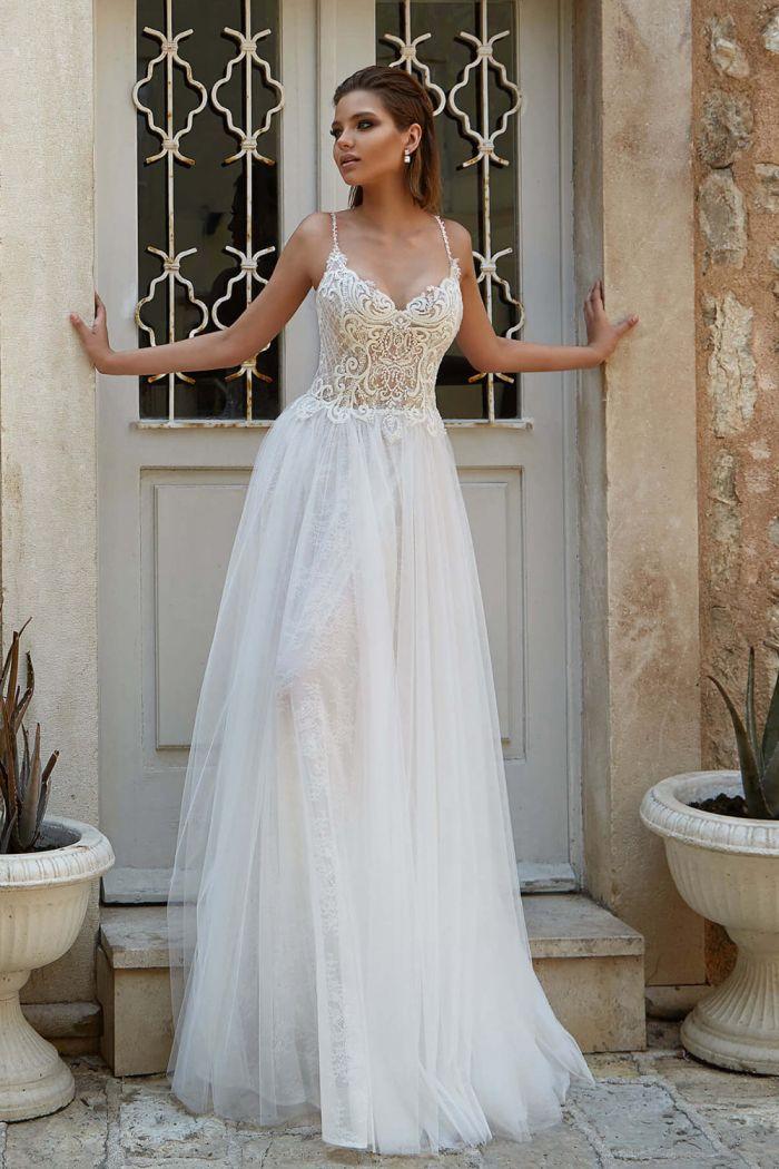 Легкое свадебное платье без корсета с многослойной кружевной юбкой СИЛЬФИДА