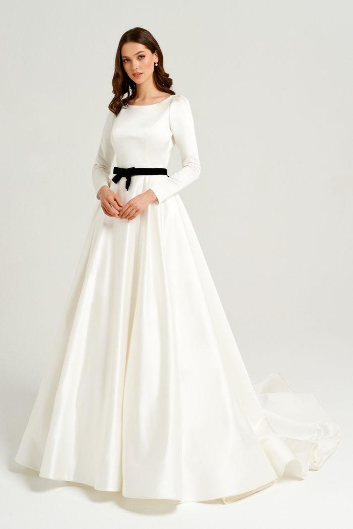 Закрытое свадебное платье с длинным рукавом и бархатным поясом 22011