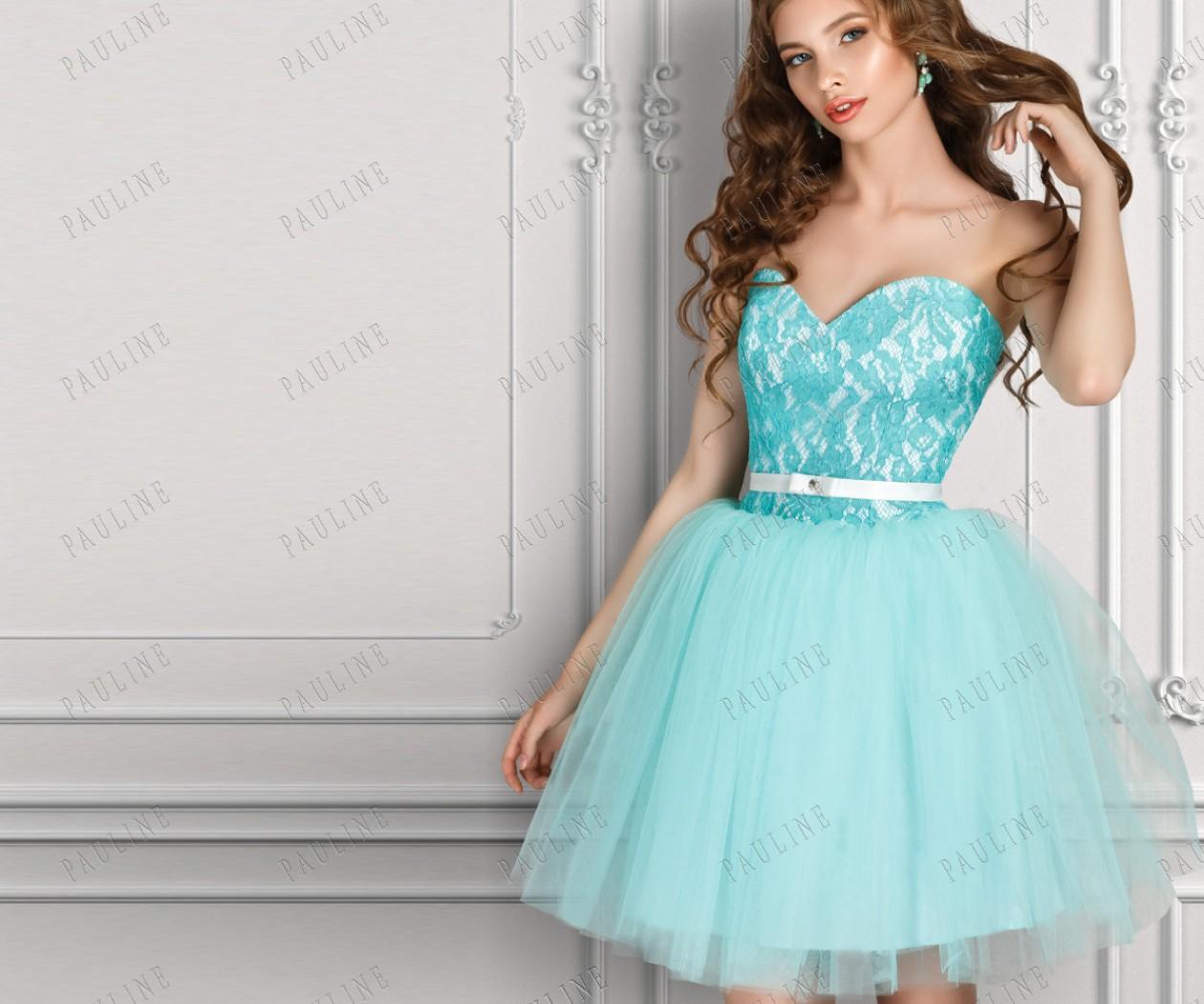 Пышное короткое платье с открытыми плечами ЛАВЬЮ