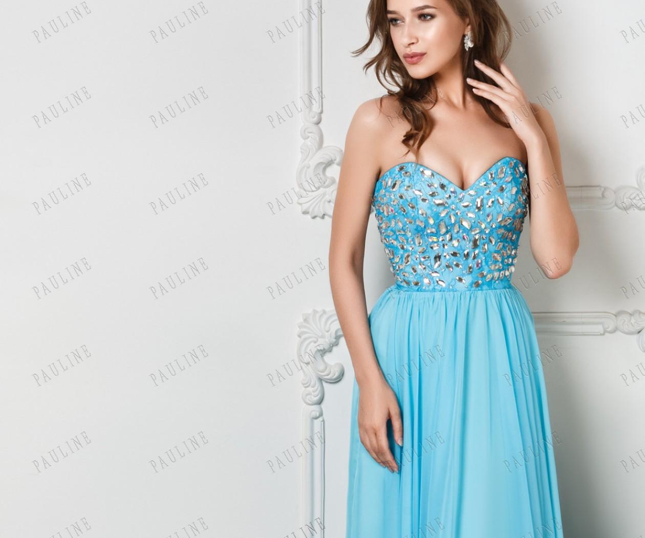 Эффектное платье с камнями и с открытыми плечами МИРРОУ