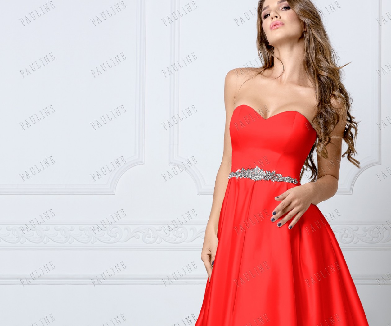 Длинное красное платье с открытыми плечами МУСКАТ
