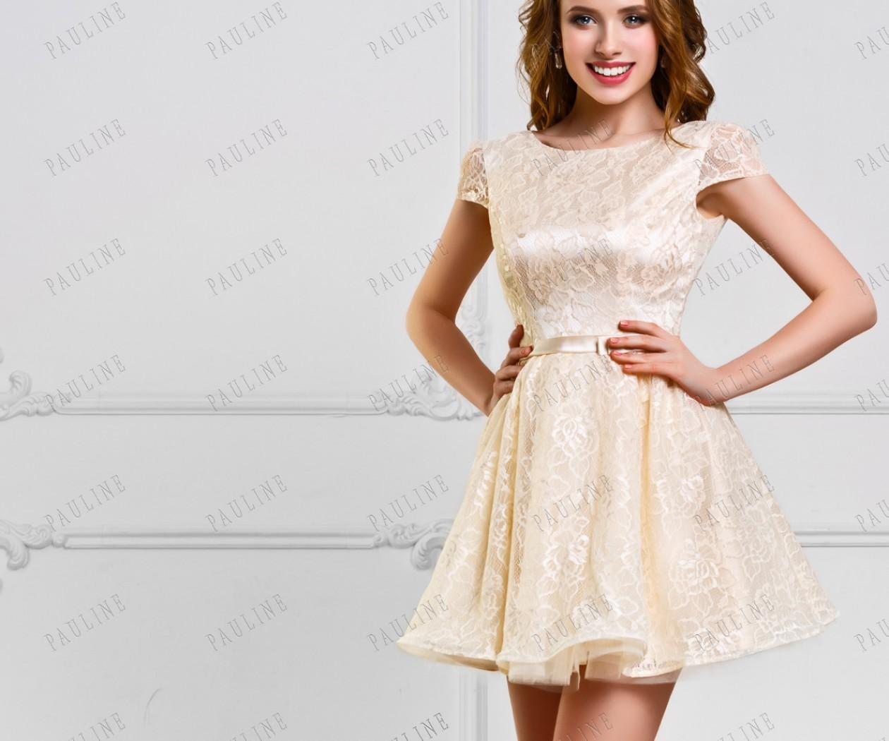 Короткое кружевное вечернее платье нежного цвета ЮМИ