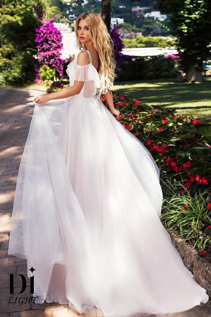 Эффектное свадебное платье с кружевной отделкой ВАЛЕРИ