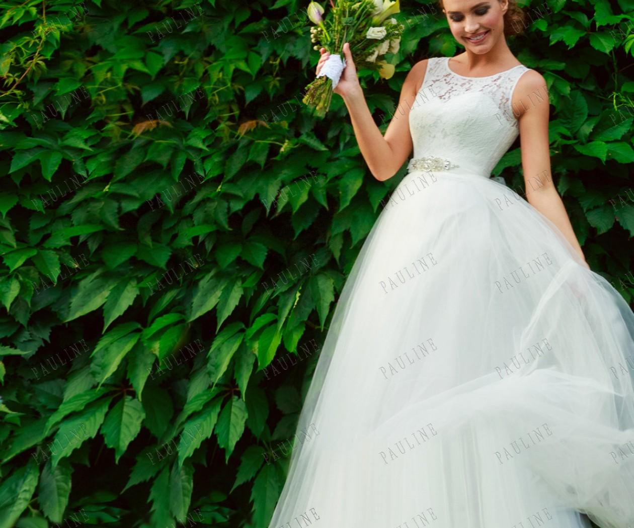 Свадебное платье с воздушной юбкой и структурным корсетом РЕЙНА