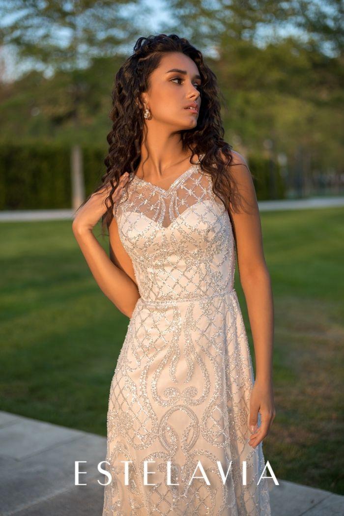 Прямое свадебное платье бежевого цвета расшитое пайетками АДЕЛАИДА