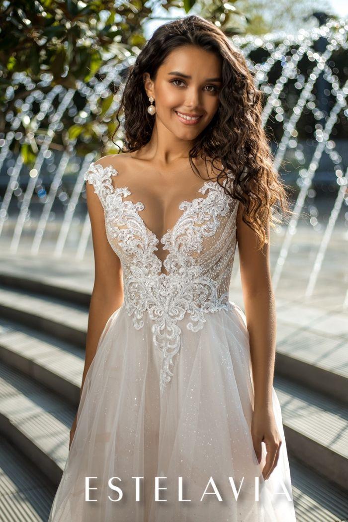 Свадебное платье с глубоким декольте и открытой спиной ГАРДЕНИЯ