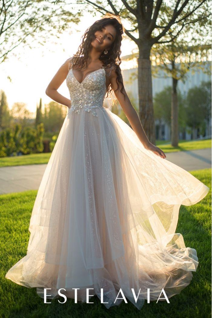 Свадебное платье с открытой спиной, глубоким декольте и фатиновой юбкой НОРИНЕ