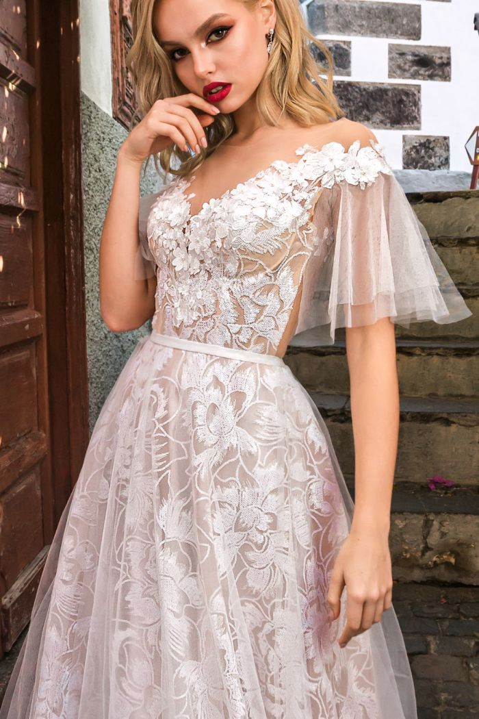 Полностью кружевное свадебное платье для летней невесты АМИРА
