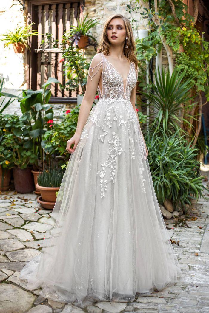 Очень красивое свадебное платье с нежным цветочным кружевом КЬЯРА