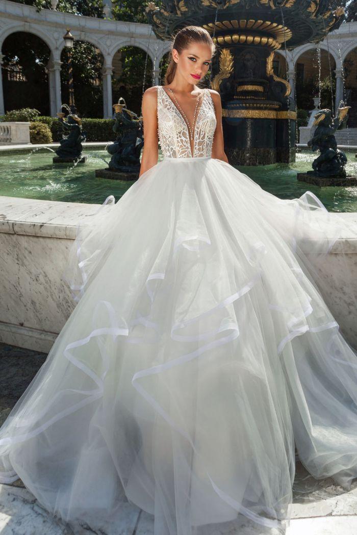 Красивое свадебное платье с оригинальным корсетом GiGi