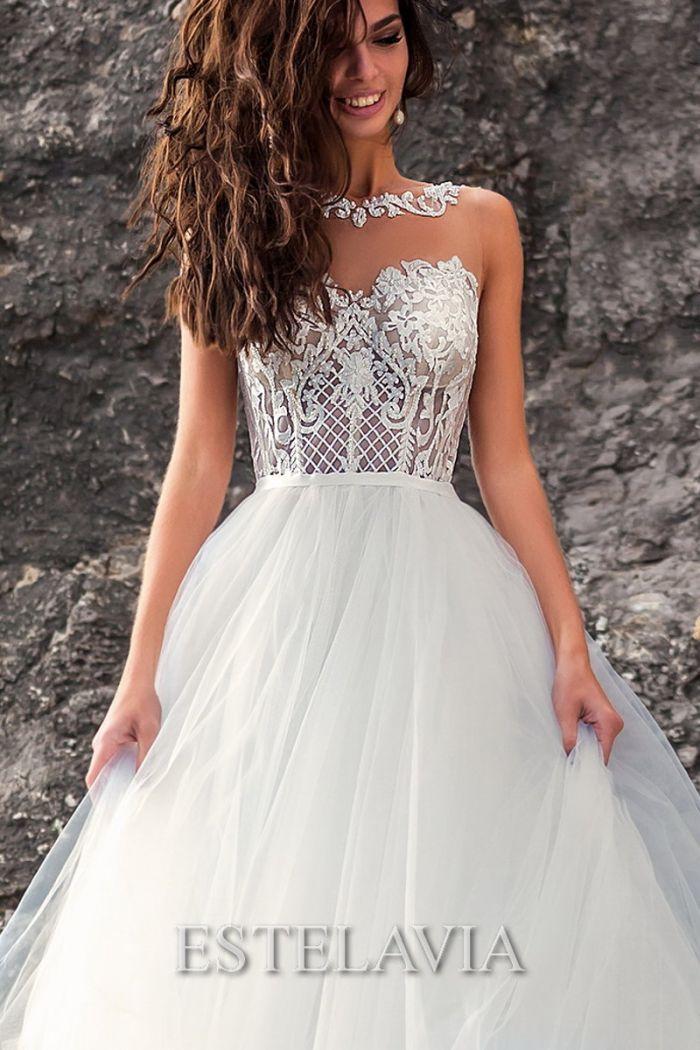 Свадебное платье с открытой спиной и пышной юбкой из фатина ГВЕН