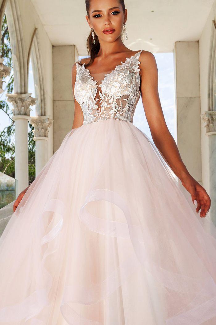 Свадебное платье розового оттенка с многоуровневой пышной юбкой HELENA