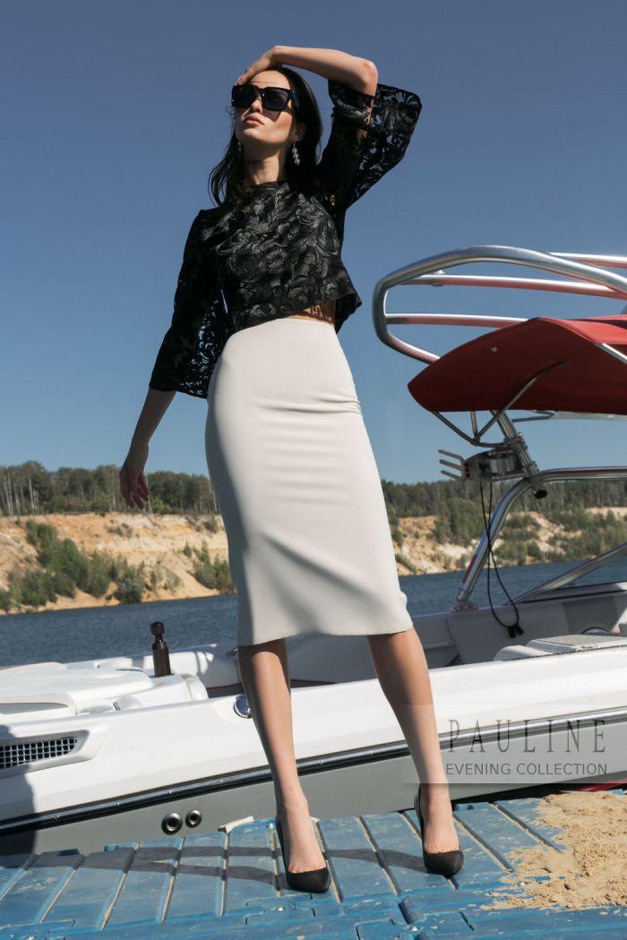 Лаконичный и грациозный вечерний наряд - атласная юбка с кружевной блузой АВАДА