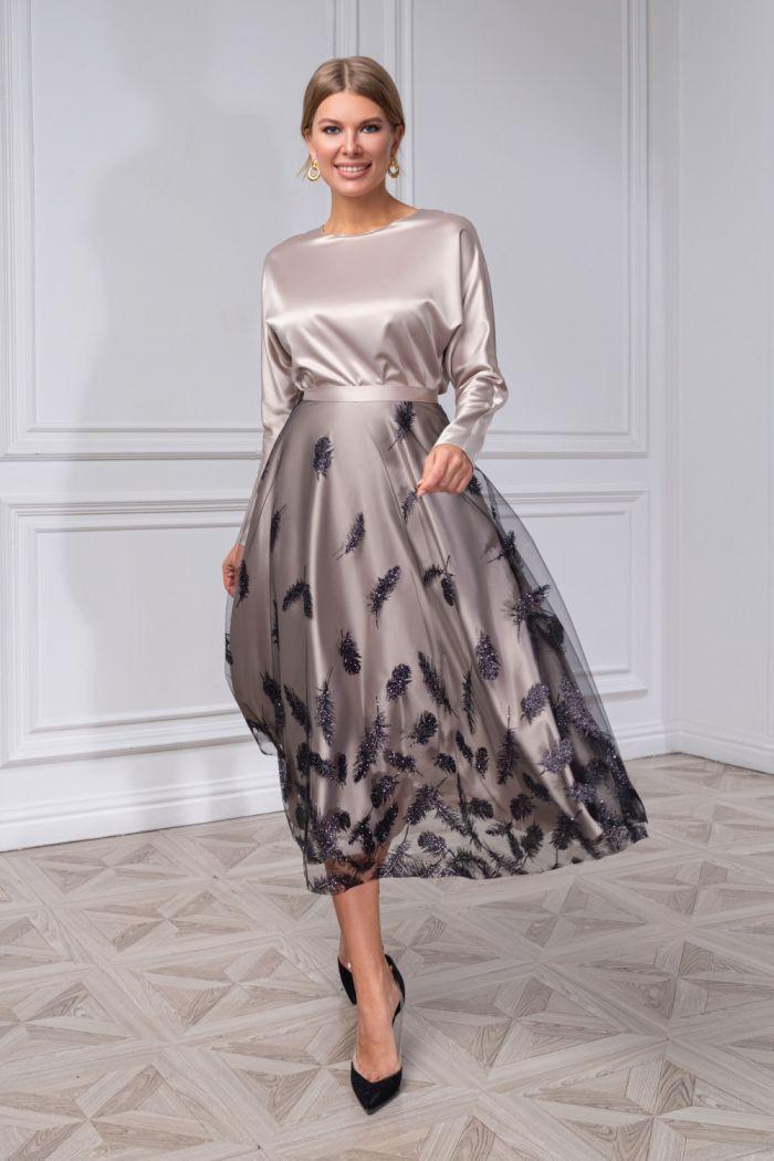 Атласная блуза с рукавом и юбка с глиттерным принтом-опереньем ХУМА
