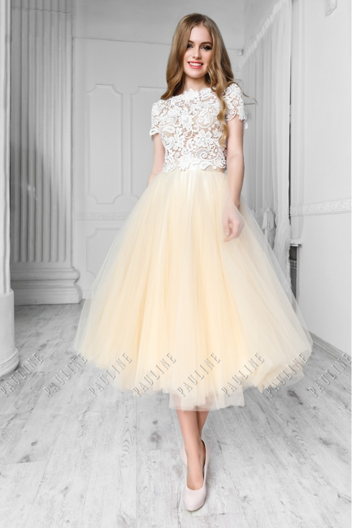 c06c750fbae1031 Платье на выпускной с кружевным топом и пышной юбкой длины миди в ...