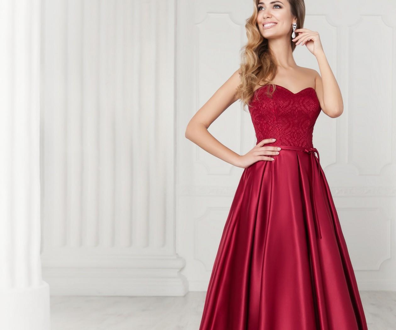 Атласное вечернее платье благородного цвета с длинной юбкой  БЕАТА МАКСИ