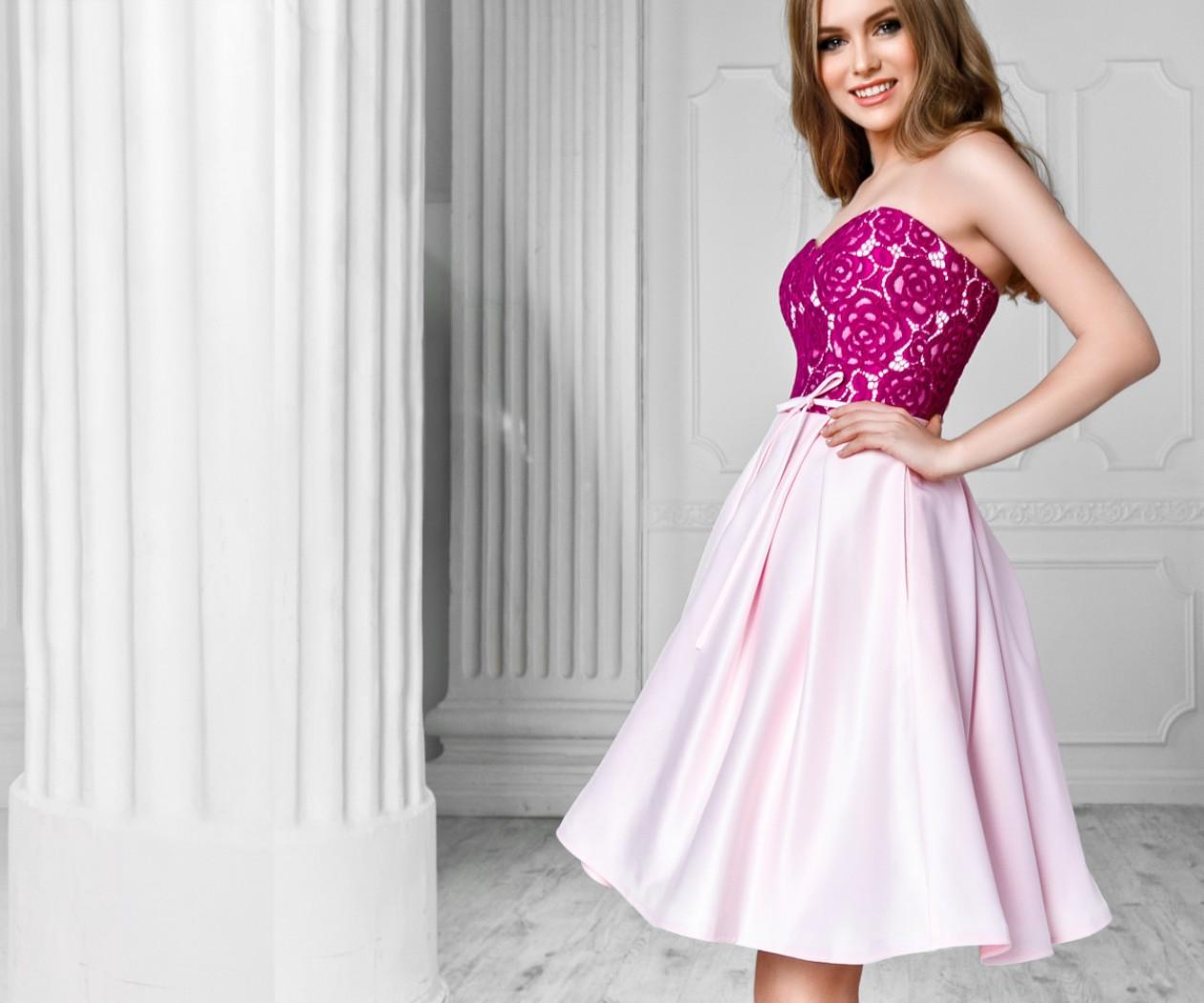 Кокетливое платье с укороченной атласной юбкой и ярким кружевным лифом БЕАТА Мини