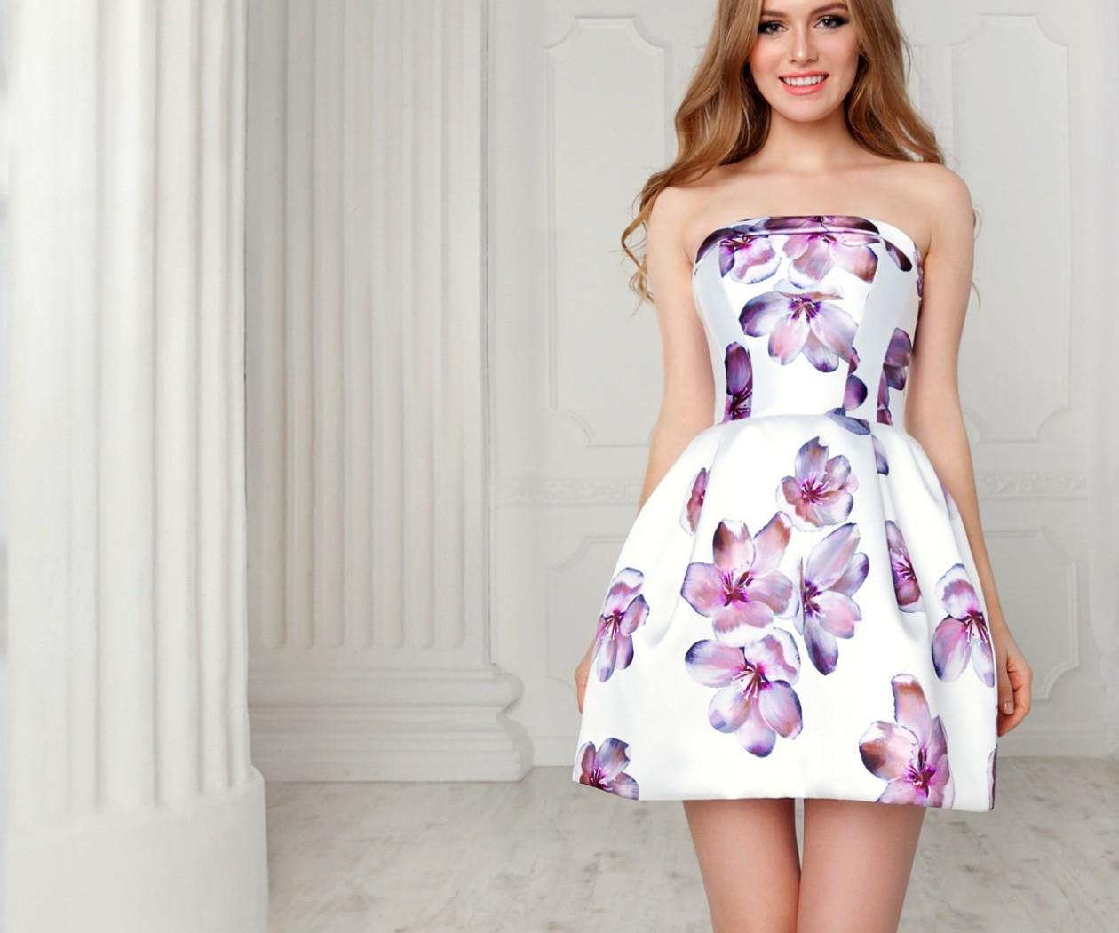 Ультра модное короткое вечернее платье с восхитительным принтом ЛИЛАС