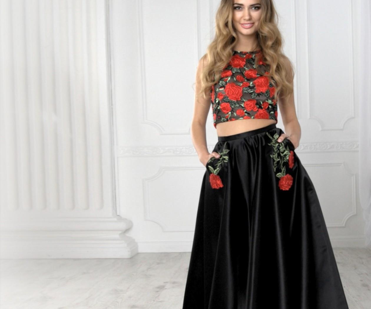 Черная отрезная юбка с кружевным топом в красных цветах ШАЙЛА