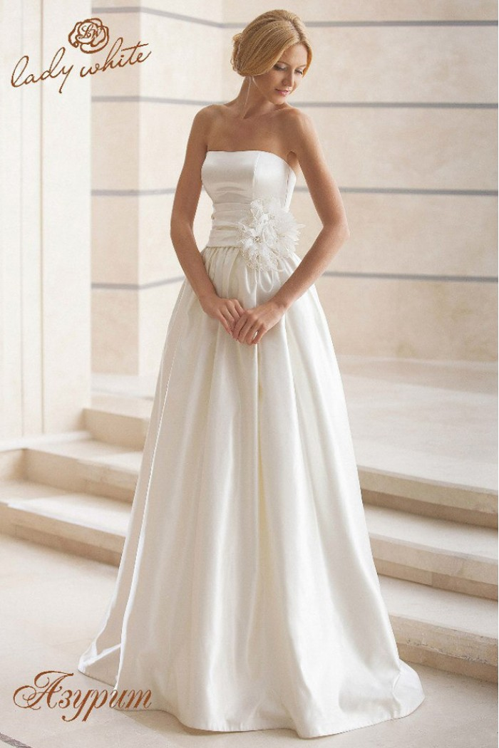 Свадебное платье белого цвета с открытыми плечами АЗУРИТ