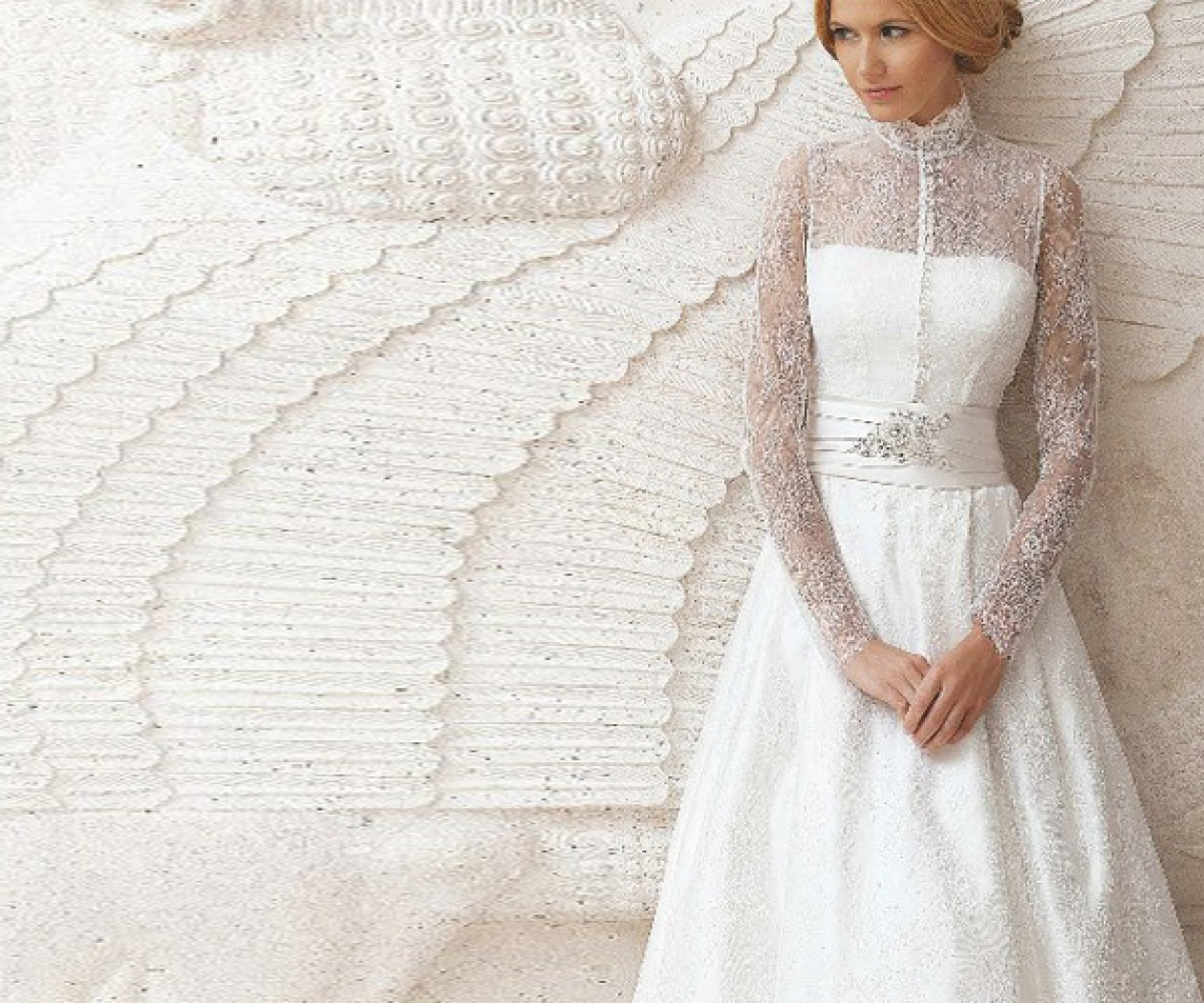 Свадебное платье с длинными рукавами покрытое кружевом ПЕРЛАМУТ