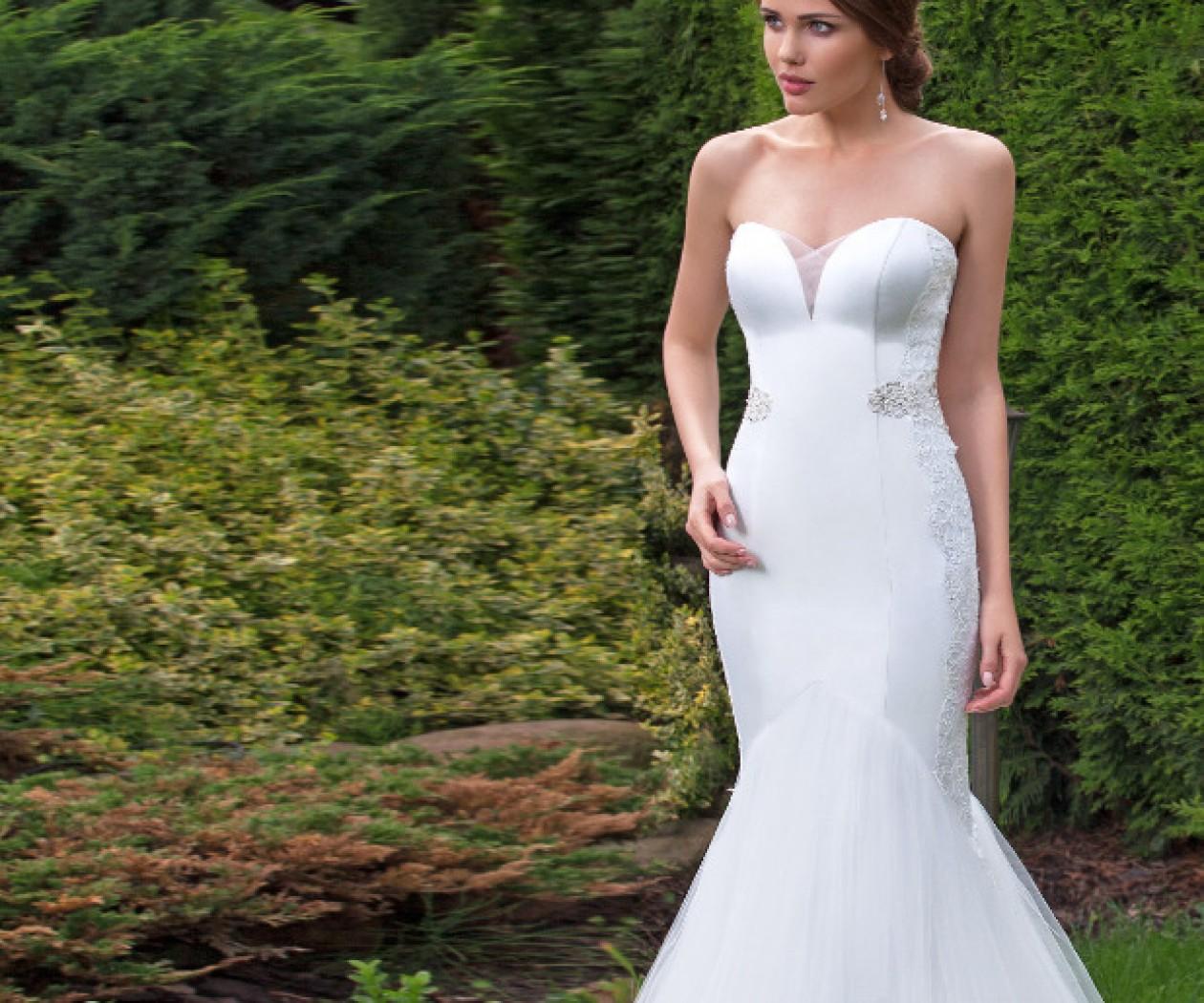 Облегающее свадебное платье силуэта русалка с кружевом МАРИЯ
