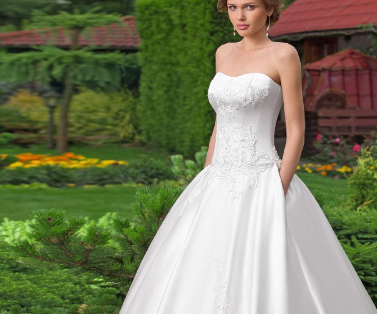 Стильное свадебное платье с венецианским кружевом ВИОЛЕТТА