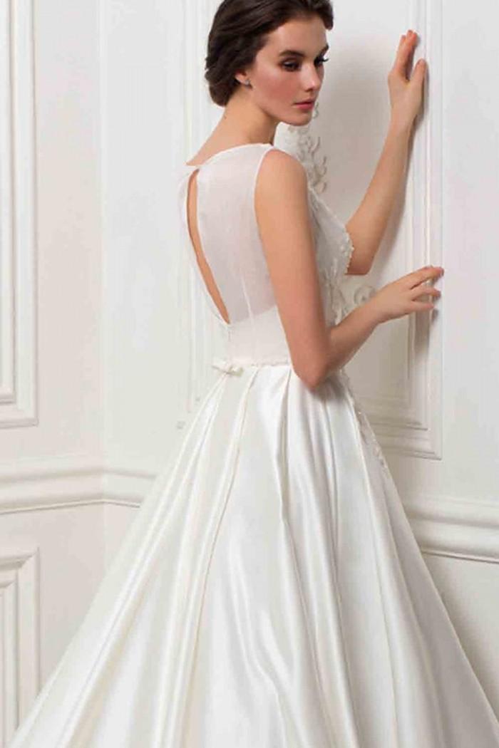 Белое свадебное платье с россыпью жемчужин по лифу БРИДЖИДА