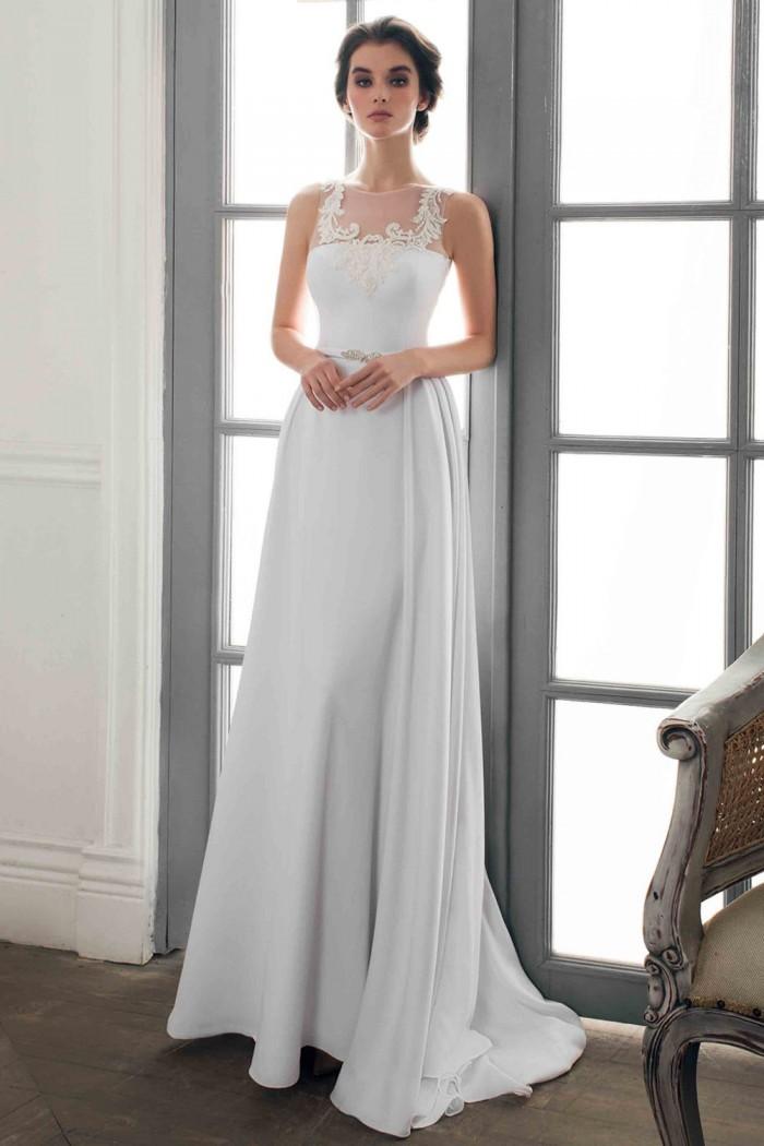 Прямое свадебное платье с открытой спиной и шлейфом ТЕОФИЛА