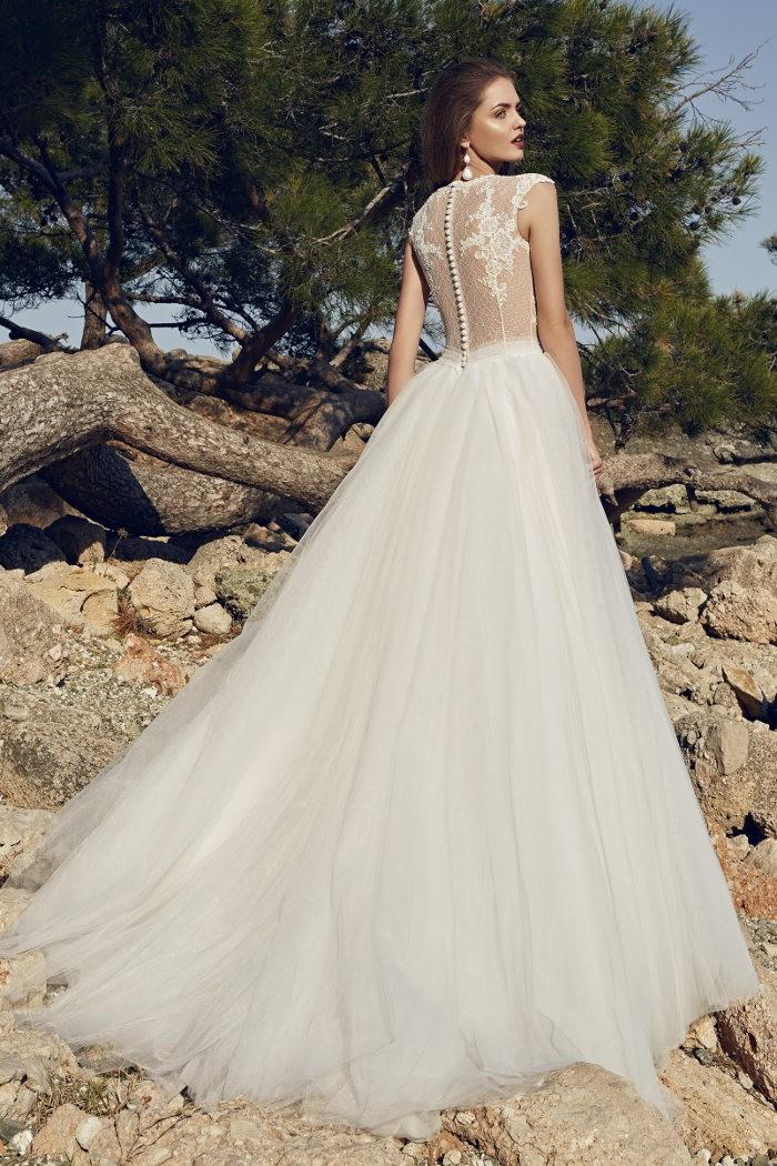 Легкое свадебное платье с длинной пышной юбкой АКВАМАРИН
