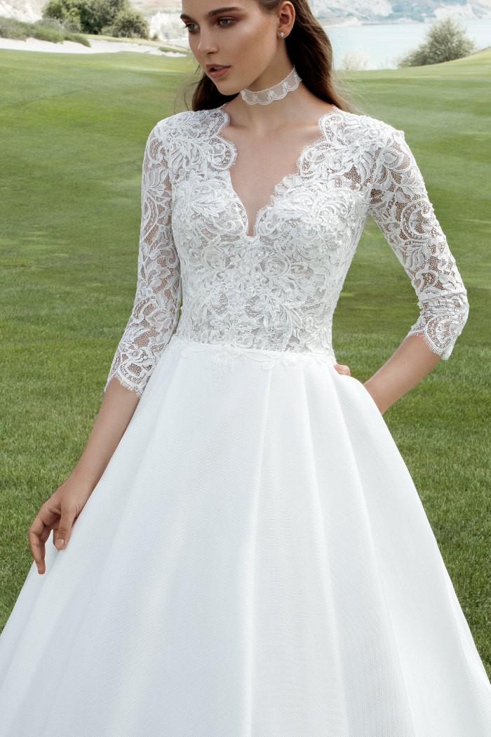 Белое свадебное платье А-силуэта с атласной юбкой БЕРНАРДА