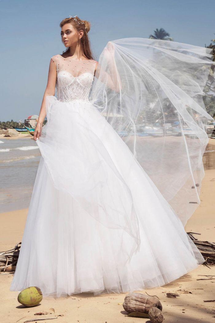 Белое свадебное платье с пышной фатиновой юбкой БИВА