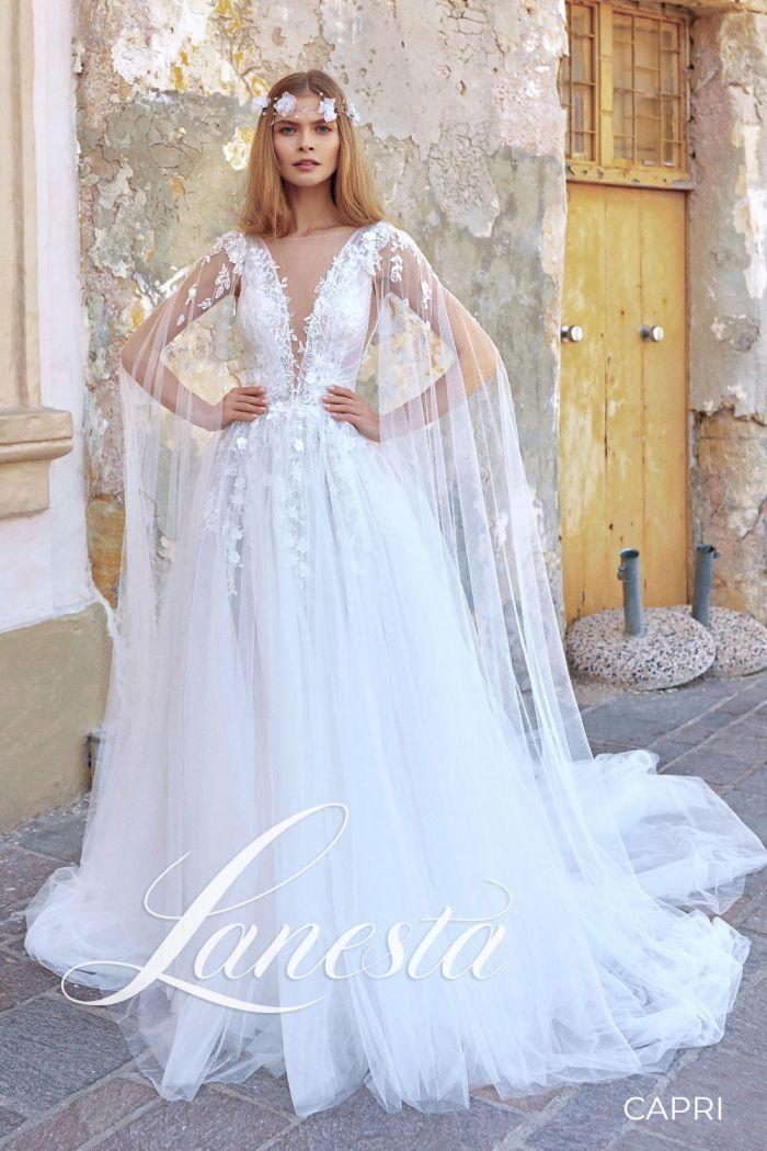 Изящное свадебное платье с открытой спиной и шлейфом КАПРИ