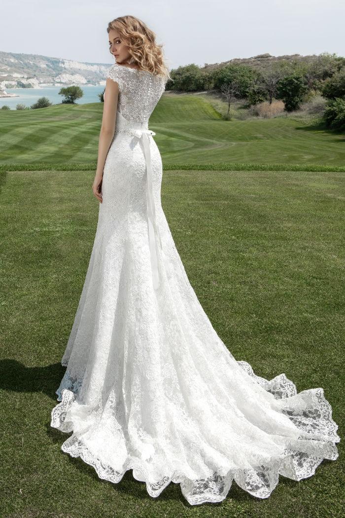 Закрытое свадебное платье силуэта русалка со шлейфом ЭЛЕКТРА