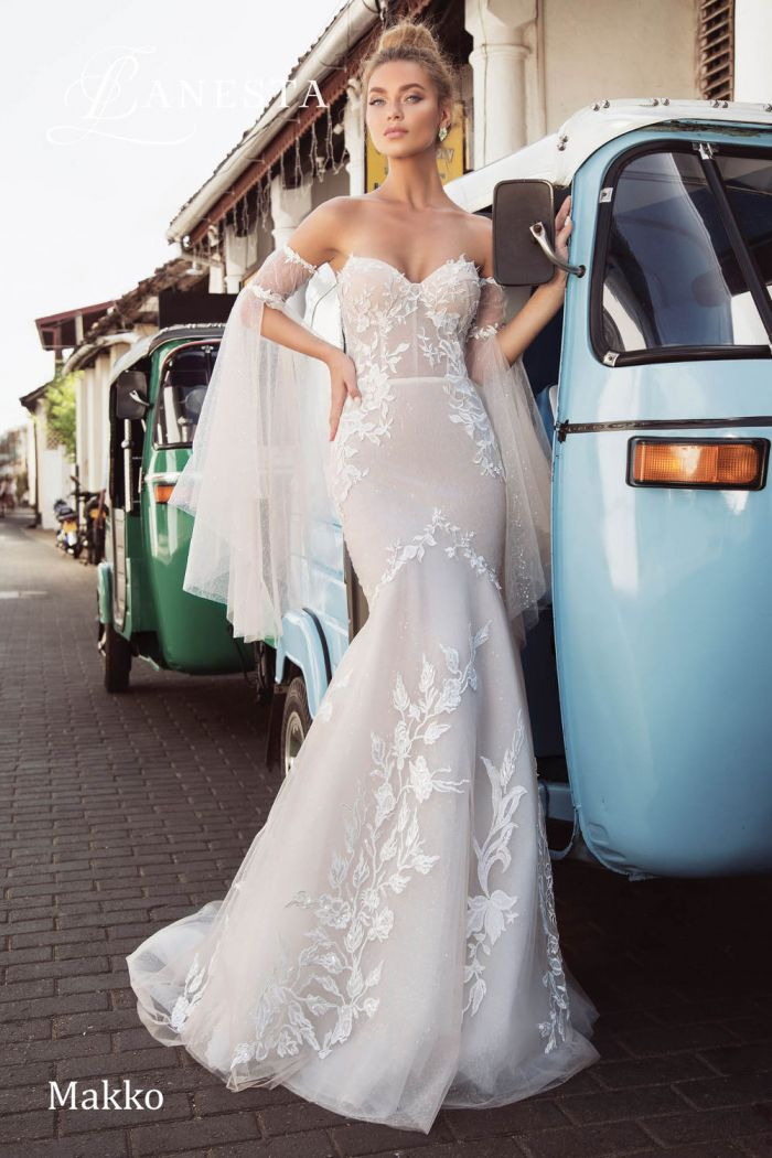 Облегающее свадебное платье силуэта рыбка с открытыми плечами МАККО