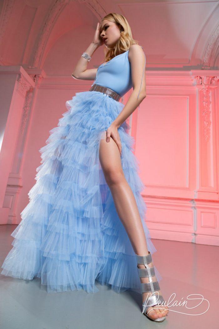 Пышное вечернее платье с глубоким декольте и высоким разрезом КИМ Макси