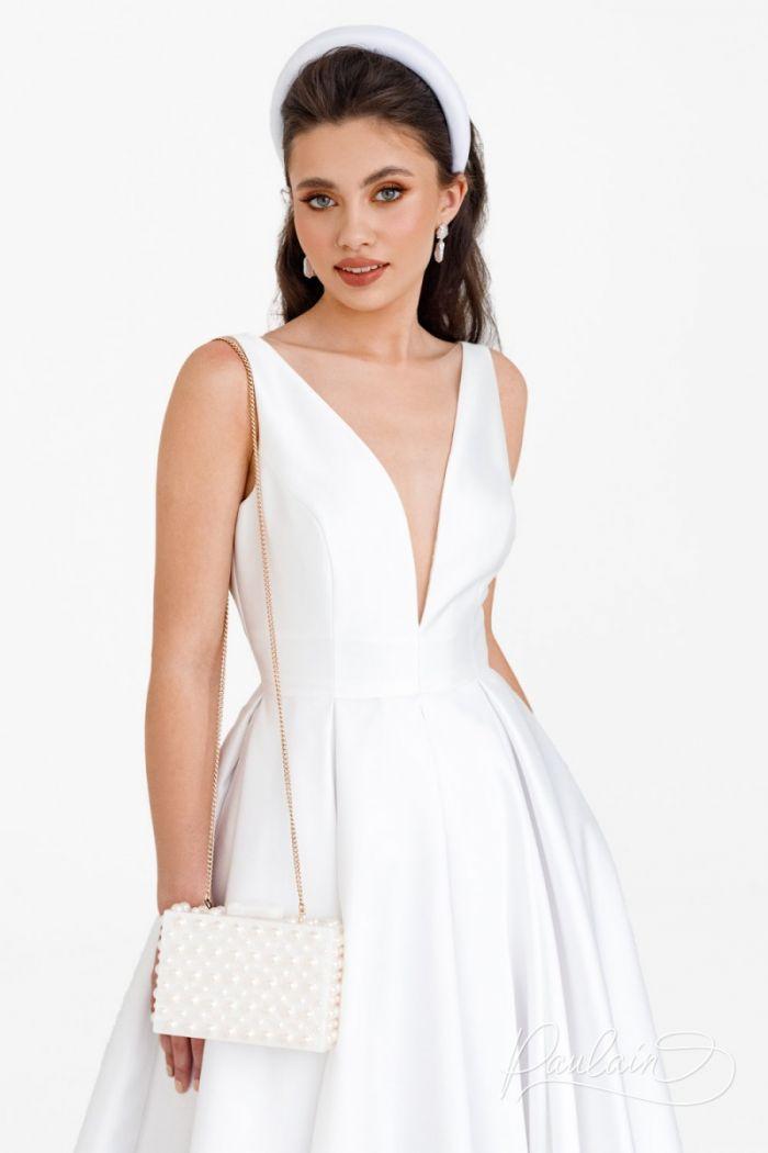 Длинное свадебное платье с глубоким V-образным декольте ЛИВ