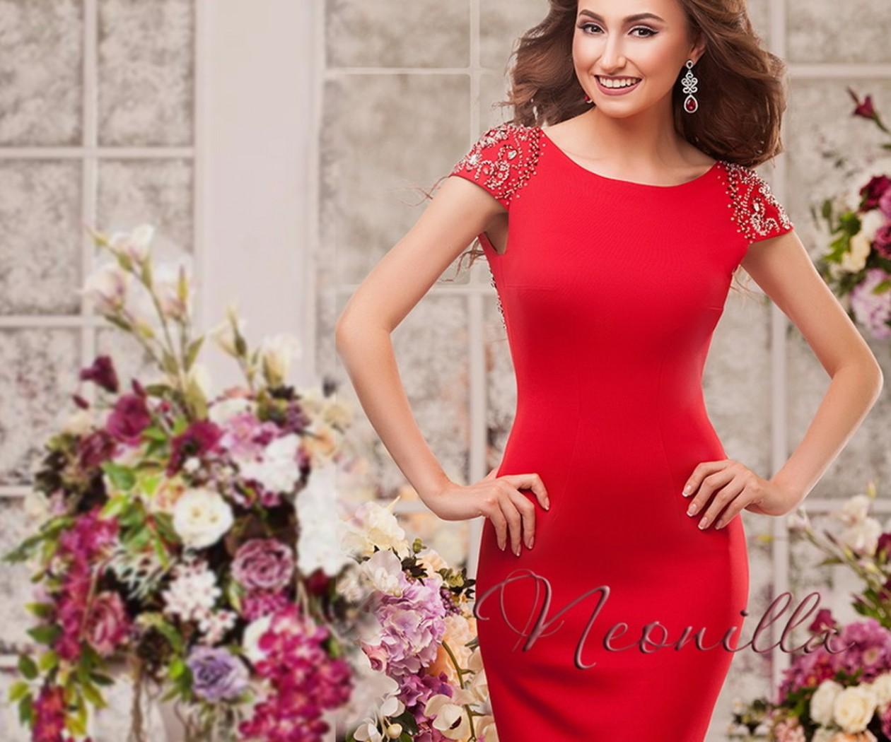Элегантное вечернее платье со шлейфом и обнаженной спиной ВЛАСТА