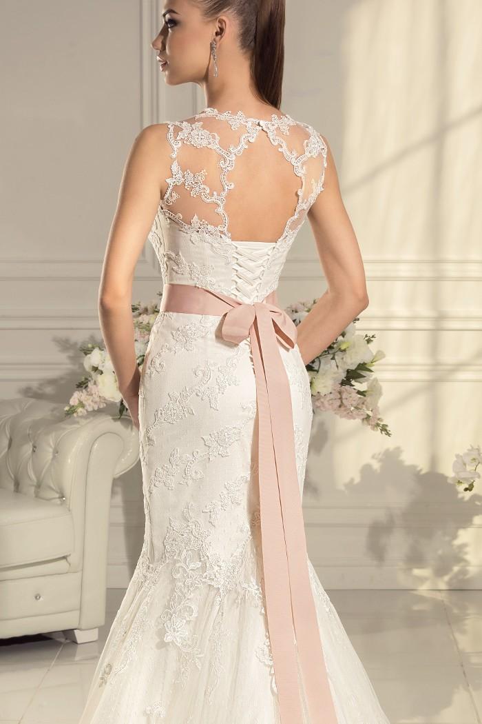 Замечательное кружевное свадебное платье силуэта