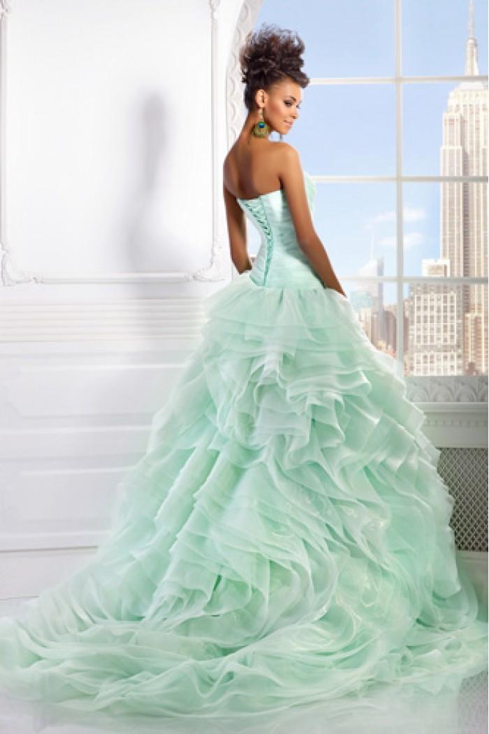 Свадебное платье с пышной и оригинальной юбкой со шлейфом ШЕПОТ РОЗЫ