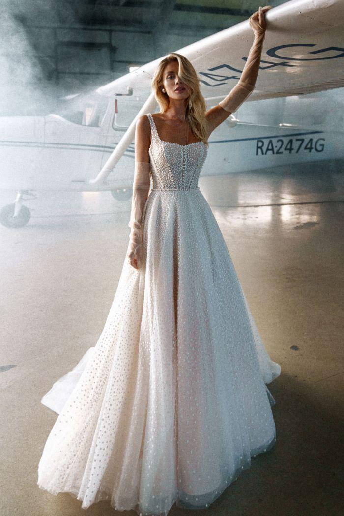Нежное свадебное платье с лифом маечкой и юбкой А-силуэта АМОРЕ
