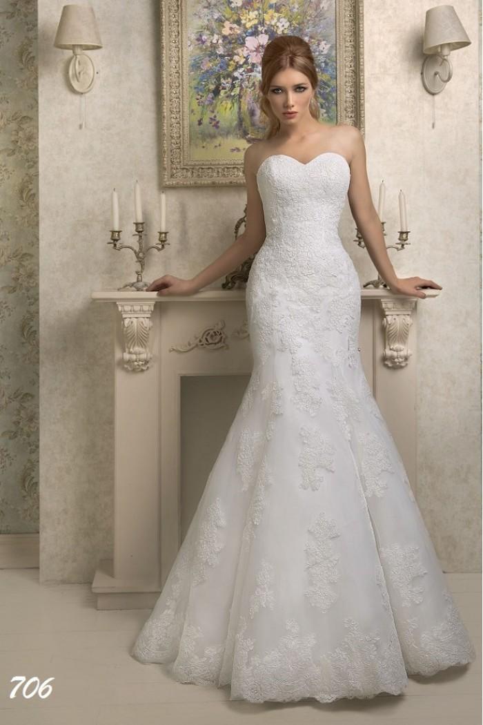 Кружевное свадебное платье силуэта Рыбка с открытым лифом SALI BRIDAL