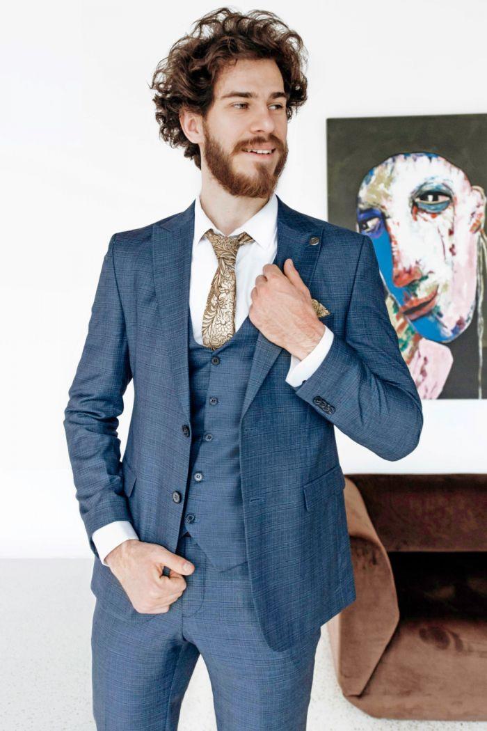 Мужской костюм тройка благородного синего цвета ARTHUR
