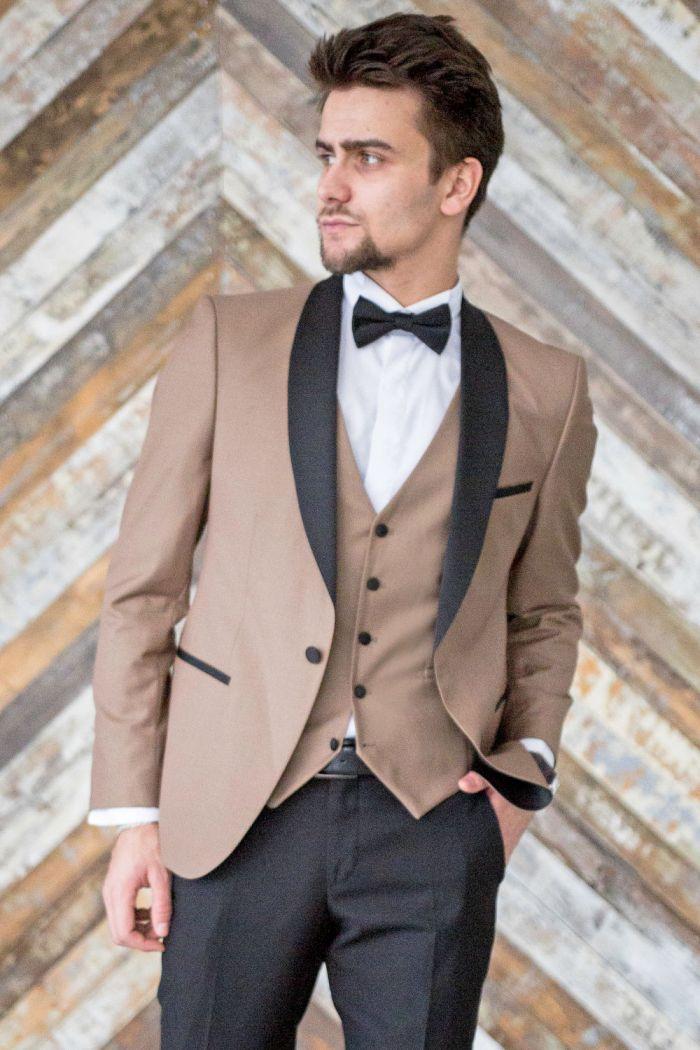 Модный смокинг бежевого цвета с жилетом и черные брюки BURTON